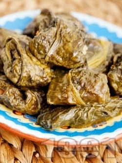 Сарми от лапад с ориз и кайма печени в тава на фурна - снимка на рецептата